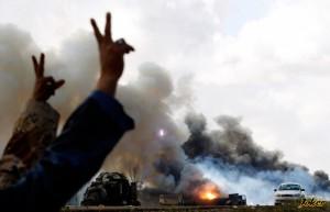 Столкновение войск Каддафи и мятежников в г. Адждабии.