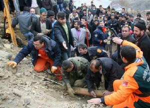 V turcii prodolzhajutsja poiskovye raboty. Spaseny bolee 20 chelovek