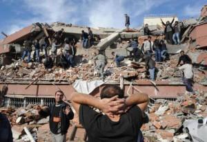 Zemletrjasenie v Turcii uneslo zhizni bolee 300 chelovek