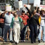 """Участники движения """"Захвати Уолл-стрит"""" начали шествие к самому центру финансового города"""