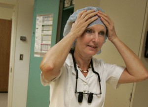 Amerikanskie hirurgi podozhgli lico pacientke