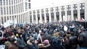 Mitingujuwie v centre Moskvy trebovali ubrat' Putina