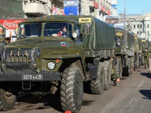 Po Moskve marshiruet armija, jakoby obespechivajuwaja porjadok