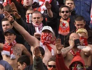 V Tadzhikistan priglasili Rossijskih skinhedov i futbol'nyh fanatov