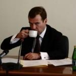 Медведев пригласил на чаепитие лидеров незарегистрированных партий