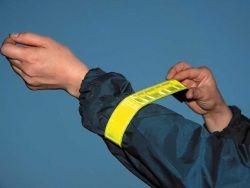 Peshehodov Rossii mogut objazat' nosit' svetootrazhajuwie naklejki