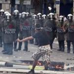 В результате воскресных беспорядков в Афинах задержаны более 140 человек