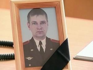 na pohorony majora Solnechnikova prishlo neskol'ko soten chelovek
