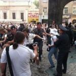 """Полиция Москвы задержала более 100 участников акции """"Белое дефиле"""""""