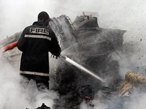 Mestnye zhiteli razgrabili mesto krushenie samoleta v Nigerii