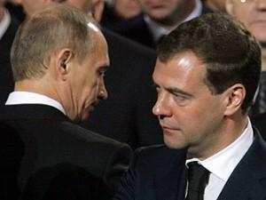 Putin poruchil Medvedevu otchitat' dvuh ministrov Rossii