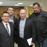 Владимир Путин вместе со Стивеном Сигалом посетил школу «Самбо-70»