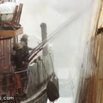 У берегов японского острова Хоккайдо продолжает гореть траулер с россиянами на борту.