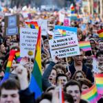 Франсуа Олланд официально одобрил закон, разрешающий однополые браки