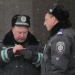 """Украина: """"Вместо дубинок - честь мундира"""""""