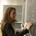 Украинские учителя недополучают 300-3000 гривен в месяц.