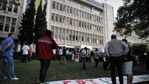 Правительство Греции закрыло самую крупную телерадиокомпанию