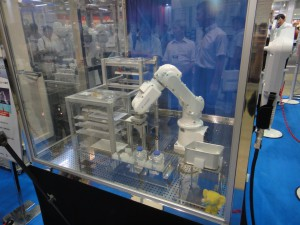 Японский робот умеет ухаживать за мышами