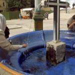 Святая вода, полученная из источников Австрии оказалась намного грязнее льда, который находится в ки...
