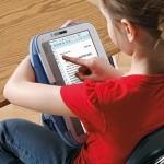 Через два года школьники РФ могут совершить переход к электронным учебникам