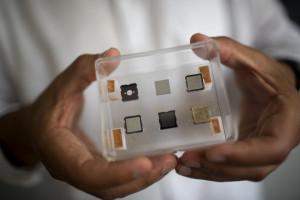 Ученые создали миниатюрный двигатель для наноспутников