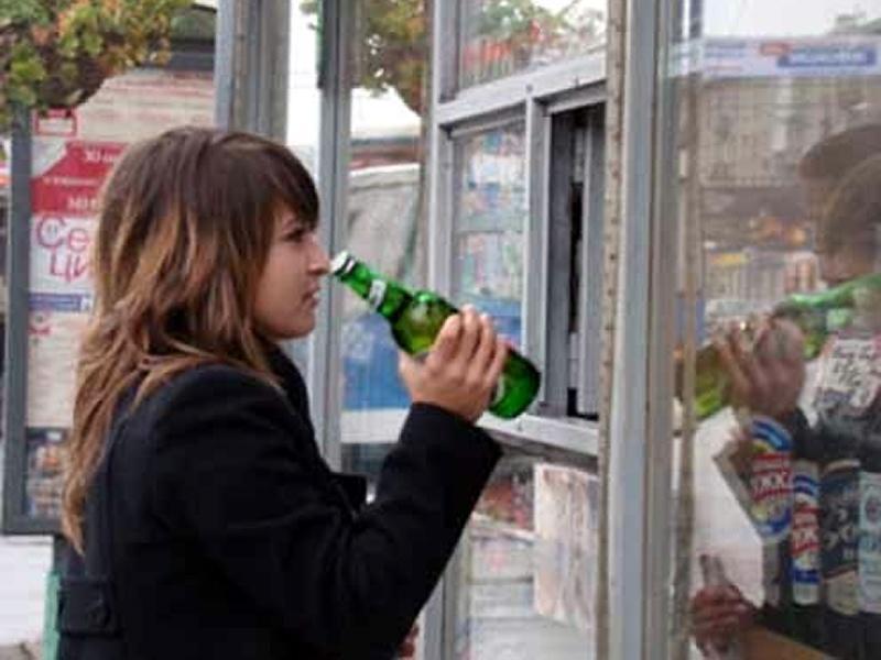 В РФ ужесточили закон о спаивании несовершеннолетних