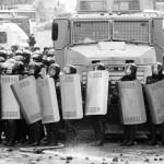 Беркут вытесняет демонстрантов с центра Киева