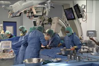 Хабаровские врачи пришили молодому парню оторванную руку